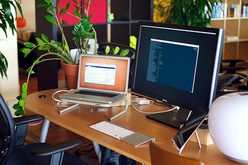 Feng shui office table Office Cubicle Wellbeing Magazine How To Feng Shui Your Office Desk